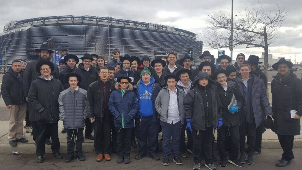 Students about to enter the Siyum HaShas